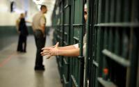 Sipir Wanita Ini Berhubungan Intim dengan Mafia yang Ditakuti di Penjara