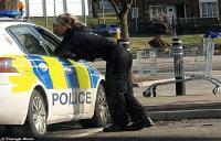 Kepergok Ciuman di Mobil Patroli, Dua Polisi Minta Maaf