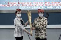 Bersama Bupati Poso, Anies Ikut Melepas Kirab Obor Paskah Nasional 2021