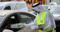 Cegah Kecelakaan, Sukarelawan Bagikan Takjil di Jalan