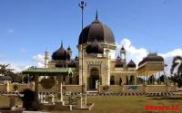 Megahnya Masjid Azizi Peninggalan Kesultanan Langkat yang Berusia Ratusan Tahun