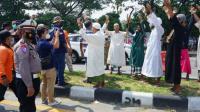 Rombongan Pria Bersorban Kumandangkan Doa di Jembatan Suramadu, Ada Apa?