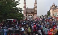 Muslim India Padati Pasar untuk Persiapan Hari Raya Idul Fitri