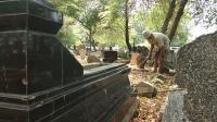 Cerita Pekerja Pindahkan 740 Makam untuk Pembangunan Kantor Kelurahan
