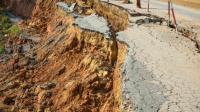 Petugas Kesulitan Evakuasi Korban Longsor Tambang Emas di Solok Selatan