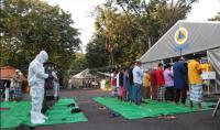 Pasien Covid-19 & Tenaga Medis Gelar Sholat Ied di RS Lapangan Indrapura Surabaya