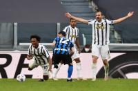 Diwarnai 2 Kartu Merah, Juventus Tumbangkan Inter Milan 3-2