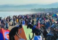 Setelah Batu Karas, Viral Pantai Santolo Garut Diserbu Ribuan Wisatawan