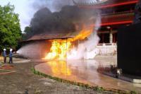 Tempat Penyalaan Lilin di Kelenteng Sam Po Kong Semarang Terbakar, 2 Damkar Dikerahkan