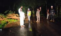 Hujan Deras, Tebing 15 Meter Longsor hingga Lumpuhkan Jalan di Purwakarta