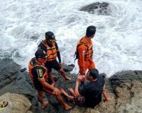 Wisatawan Nyaris Tenggelam Digulung Ombak Pantai Siung