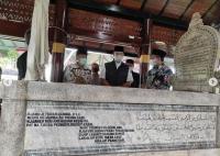 Ziarah ke Makam Cut Nyak Dien, Anies Baswedan: Semangatnya Abadi