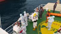 TNI AL Evakuasi ABK Filipina yang Sakit di Perairan Natuna Utara