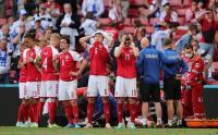 Karena Permintaan Pemain, Laga Denmark vs Finlandia Resmi Dilanjutkan