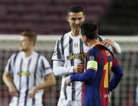 Cristiano Ronaldo Kena Serangan Jantung dan Pensiun Dini, Messi Dominasi Trofi Individu?