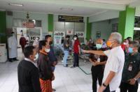 """Pasien Covid-19 Telantar di Depan IGD, Ganjar """"Semprot"""" Direktur RSUD Kartini"""