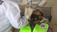 Kasus Covid-19 Melonjak, Puluhan Polisi Dites Swab di Pos Penyekatan Suramadu