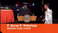 Lulus Cum Laude, Surya Sahetapy Berjubah Bendera Merah Putih saat Wisuda di Amerika