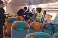 Pulang ke Indonesia, Ini Foto-Foto Adelin Lis di Pesawat