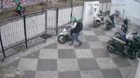 Dalam 1 Menit, Pelaku Curi Motor Honda Beat di Tebet