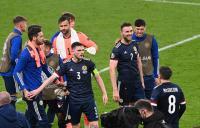 Sukses Bikin Inggris Mandul, Andy Robertson Sanjung Lini Pertahanan Timnas Skotlandia
