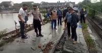 Tragis! Bocah Ini Tewas Tertimpa Tembok saat Bermain Hujan-hujanan