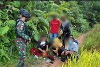 Prajurit TNI Amankan 80 PMI Ilegal di Perbatasan Indonesia - Malaysia