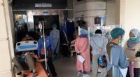 Ruang Isolasi Penuh, Pasien Covid-19 Antre di Lorong IGD Rumah Sakit