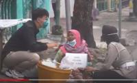 Nenek Penjual Peyek Viral Ketakutan Didatangi Polisi, Ternyata Diberi Bantuan