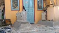 Bikin Merinding, Warga Sekampung di Cirebon Hidup Berdampingan dengan Kuburan