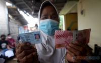 Mensos Ungkap Pungli Bansos, DPR: Berikan Langsung ke Rumah Warga