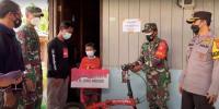 Jokowi Beri Bantuan Uang dan Sepeda untuk Vino Bocah Yatim Piatu