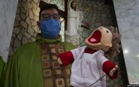 Pastor ini Pakai Boneka 'Puppet' agar Anak-Anak Ikut Misa di Gereja