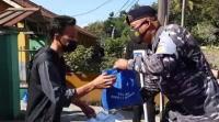 Selain Vaksinasi, TNI AL Bagikan 1.500 Paket Sembako di Sumedang