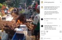 Viral, Kuburan Mengeluarkan Api, Warganet: Itu Sih Dibakar!
