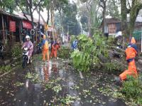 BPBD Salurkan Bantuan untuk Warga Terdampak Angin Kencang di Cimahi