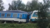 Kereta Bertabrakan Hingga Ringsek, Tewaskan 2 Orang dan Lukai Puluhan Lainnya
