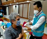 Pemkot Jakbar Kerahkan Guru di 42 Sekolah Bantu Nakes Vaksinasi Warga