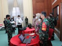 Kunjungan ke Kalsel, Panglima TNI Cek Penggunaan Aplikasi Silacak untuk Tracing Kontak Erat