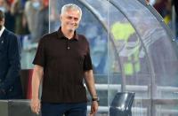 Jose Mourinho Rayakan Gol Kemenangan AS Roma atas Sassuolo seperti Anak Kecil