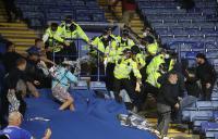 Berujung Ricuh, Fans Saling Lempar Kursi di Laga Leicester City vs Napoli pada Liga Eropa
