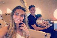 Mesut Ozil Sumbang Gol ke Fenerbahce di Liga Eropa, sang Istri Amine Gulse Ikut Bersukacita