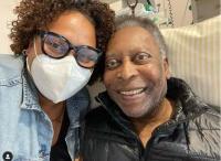 Sukses Operasi Tumor Besar, Pele Kembali Masuk Rumah Sakit karena Masalah Pernapasan