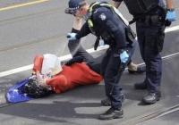 Lansia Disemprot Merica Saat Protes 'Lockdown' Covid-19, Tuai Kecaman di Media Sosial