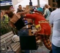 Video Perkelahian Badut dan Seorang Wanita Viral, Polisi Lakukan Penyelidikan