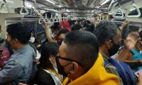 KRL Jakarta -Depok Penuh Sesak, Penumpang Abaikan Prokes