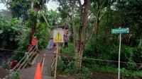 Fondasi Tergerus Arus Deras, Jembatan di Sukabumi Roboh