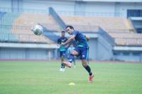 Jelang Hadapi Borneo FC, Robert Alberts Ungkap Kondisi Skuad Persib Bandung