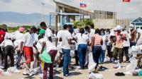 Kerusuhan Pecah Usai Imigran yang Dideportasi Tiba di Bandara, Tas Dibuang Keluar dari Pesawat