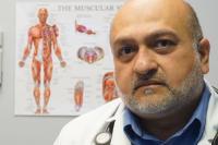 Dokter Ini Dipecat karena Berikan Vaksin ke Banyak Orang yang Miliki Nama Seperti Orang India